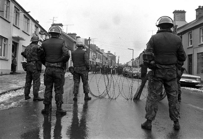 In het Noord-Ierse conflict zorgden de strijdende partijen er voor dat nieuwe onrust nog gemeld kon worden op het journaal...